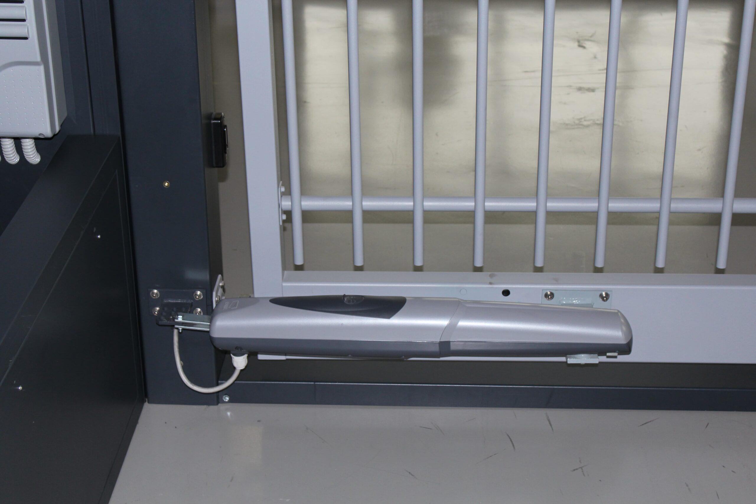 Автоматические распашные ворота. Плюсы, минусы, способы управления